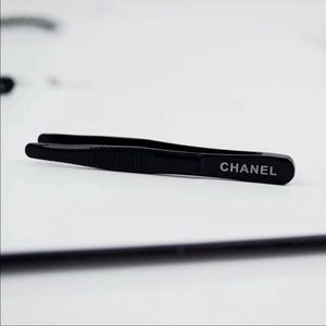 Chanel mini tweezers